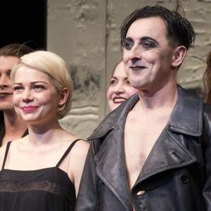 michelle-williams-and-alan-cumming-take-their-bow-on-the-92579